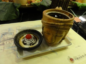 This was the dessert of a set meal (套餐) that I got at Sun Moon Lake. Of course it included a cup of the black tea that is grown in the region!